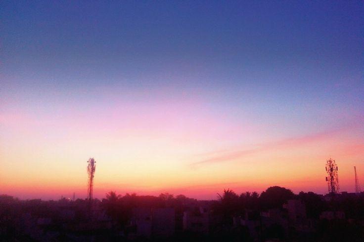 5:55AM .. Tremondous color.. Even IOS blured bg wont give such background happieness... Ummaahhhh!!!! ;)