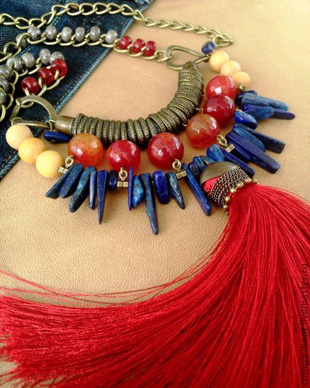 """Купить """"Алая буква"""" подвеска с кистью и бусинами из натурального камня - разноцветный, красный, синий, песочный"""