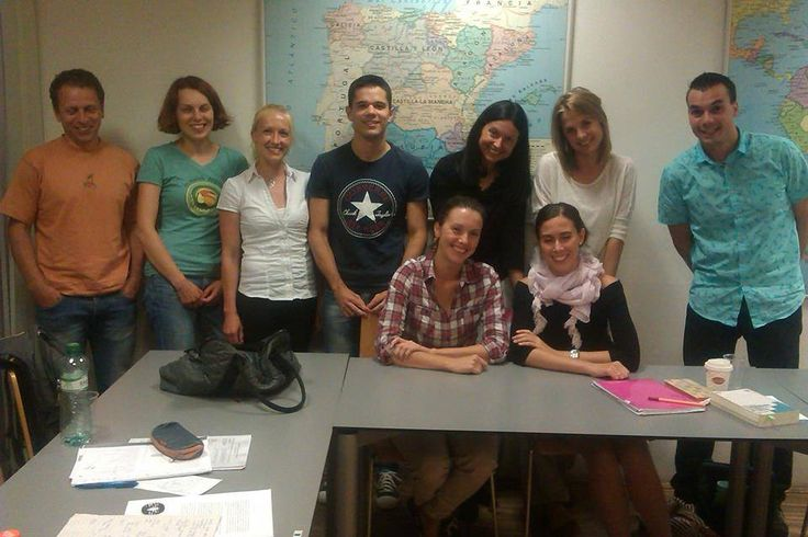 En una clase de conversación con estudiantes de español en el Instituto Cervantes de Praga. Todos ellos son corredores. Una chica fue una corredora olímpica, otra hace carreras con obstáculos, un chico fue en bicicleta desde el sur de Argentina hasta el norte... y así cada uno de ellos. Pero todos unidos por dos pasiones,  el español y correr :)