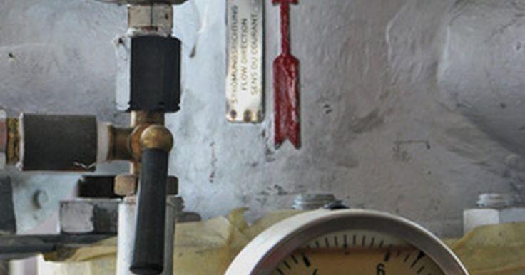 História do Autoclave. O autoclave é um aparelho utilizado para esterilizar equipamentos ou objetos. Elas são inseridas em um compartimento, trava-se a tampa, aumenta-se a temperatura a 121 graus Celsius e aplica-se vapor pressurizado. São utilizadas frequentemente em hospitais e laboratórios para remover compostos perigosos de instrumentos importantes.