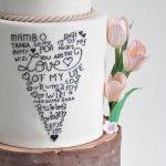 Bruidstaart, hart met tekst, handlettering, icing, tulpen, boomschors, olifanten,  Nederland en Kenia. www.cakeandcrumbles.nl