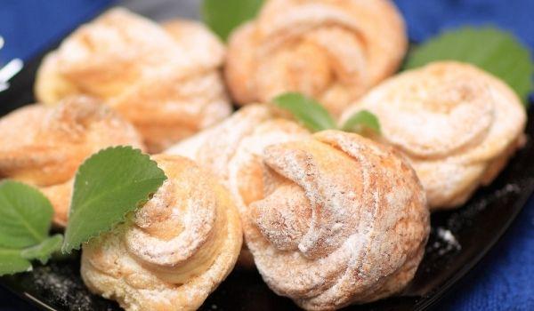 Сватбени питки - Рецепта. Как да приготвим Сватбени питки. Маята разтворете в топличкото прясн...