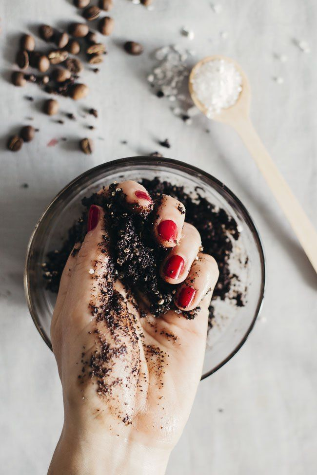 Battle cellulite with two simple but effective home remedies: a seaweed body mask and a coffee body scrub. You'll feel more confident in no time!