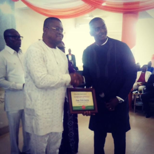 Be Steadfast with God Gov Udom Emmanuel tells Akwa Ibom Youths   S.A On Youth Matters Mr Aniefiok Iwaudofia Presenting Award to Mr Etido Inyang representative of Akwa Ibom State Governor  Governor Udom Emmanuel has charged youths of Akwa Ibom state to be Steadfast with God and shun all vices inimical to their growth. He said only virtues of hard work steadfastness and obedience to constituted authorities can propel them to a good future.  The governor stated this in Ikot Ekpene in an address…