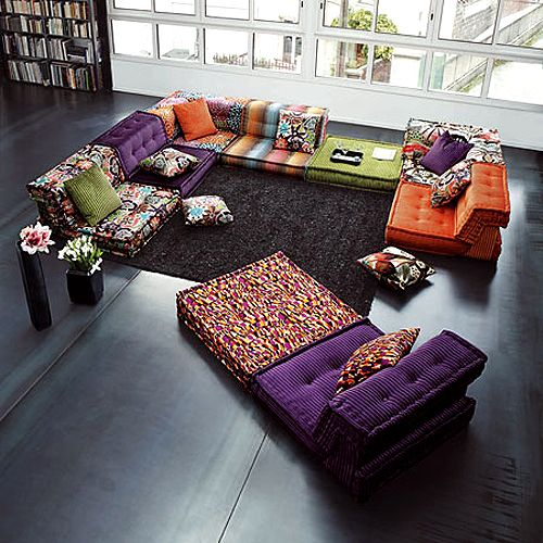 Love the bold color and prints in this sitting area.
