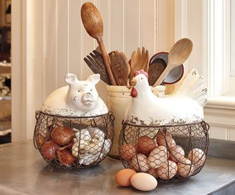 Omg! I want the hen! its perfect for my kitchen!!! Rooster And Hen Decor | ... Collections Rooster & Hen Collection Pig Pen Baskets & Chicken Coop