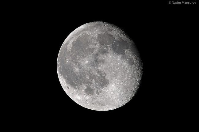 How to photograph the moon with a Nikon D90