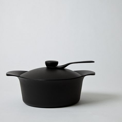 Mjölk : Sori Yanagi cast iron Deep Pan w lid and handle - TS274 winner of the good design award $320