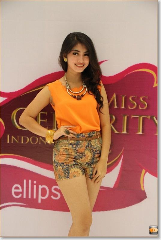 Esteria Putri Tirta Sari (10 besar finalis Micel 2012)