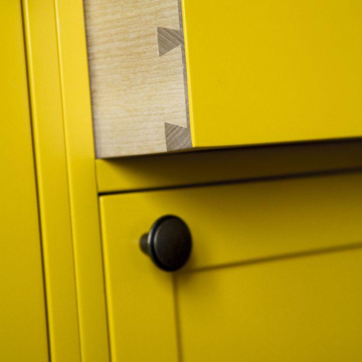 Handcrafted wood kitchen, Bright yellow, Dovetail joint, Drawer, Taipuu Woodworks - Puuseppä, keittiö, laatikko, keltainen, sinkka, liitos