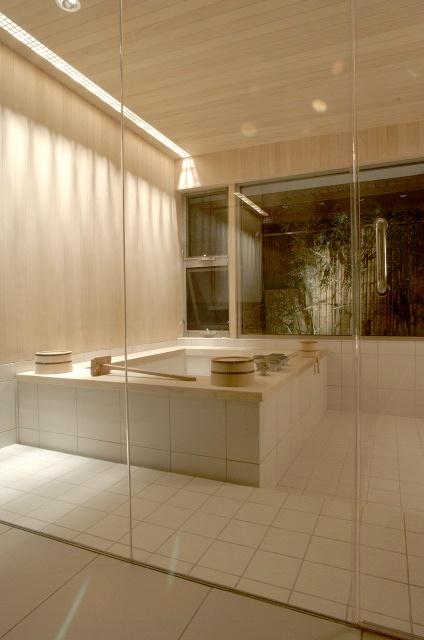 An elegant Japanese style bath