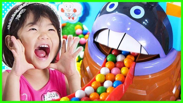 アンパンマンおもちゃとガムボールいっぱい! わくわく冒険ドライブ Learning Colors with Bubble Gumballs