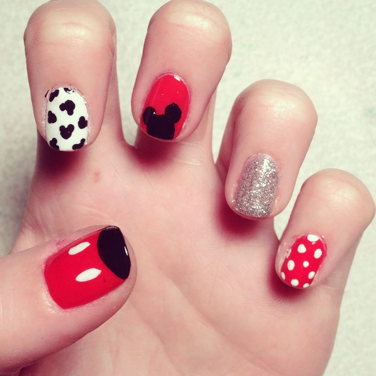 Mickey Mouse Nails: Maquillaje Y Manicura