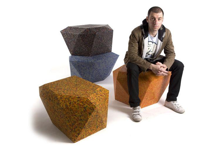 100%  muebles hechos de PLÁSTICO POSTCONSUMO triturado, yeah  (so green!)