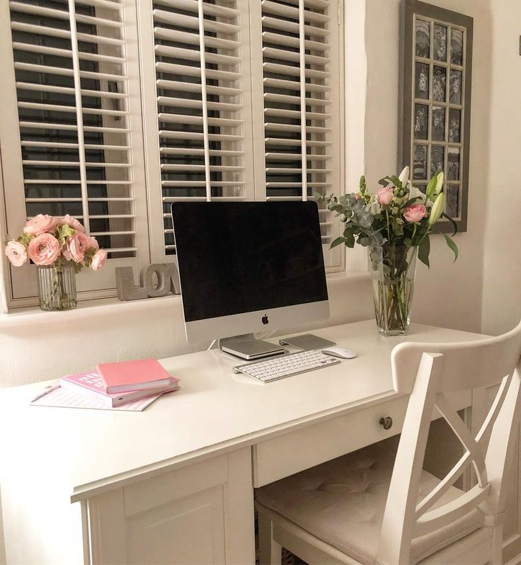 I've been inspired to add some highlights of pink throughout the house... though only a few subtle ones... I'm still a neutral interiors girl through and through!!!! Love the touches by the desk ..... and even my husband approves! Result . . . . . . . . . #interiorinspiration #interiorinspo #addingcolor #addingcolours #highlightofpink #realinstagramhomes #deskdecor #studyinspiration #homeswithstyle #homeinspiration4you #homedecor #homedecoration instainteriors #interioridea #interioride...