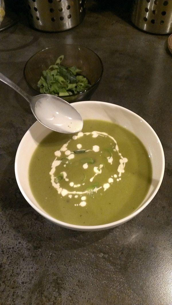 Recept voor lentesoep met lente-uien!  Dit recept voor #lenteui #soep zit boordevol lenteliefde!