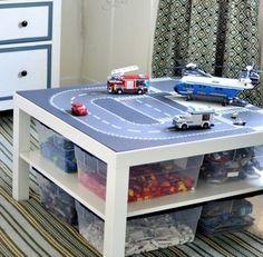 Sehe dir das Foto von Kunstfan mit dem Titel Praktischer Lego Tisch für ein ordentliches Kinderzimmer und andere inspirierende Bilder auf Spaaz.de an.