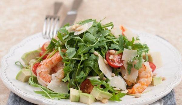 Салат с креветками, авокадо и необычной заправкой