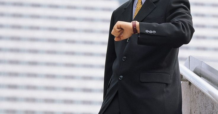 Cómo cambiar la fecha en un reloj Fossil Architekt. Arkitekt es una línea de relojes para hombres fabricados por la empresa Fossil. Estos relojes son analógicos con una función para fecha. Están disponibles en caras circulares o cuadradas en una variedad de colores y estilos. El reloj Arkitekt fósil tiene tres manillas para el tiempo: para la hora, los minutos y los segundos. En el lado derecho de ...