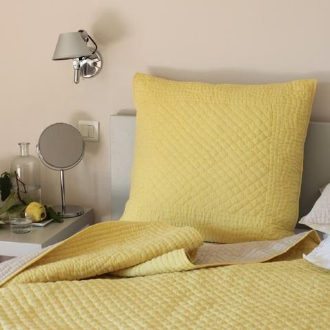 les 20 meilleures id es de la cat gorie couvre lit jaune sur pinterest. Black Bedroom Furniture Sets. Home Design Ideas