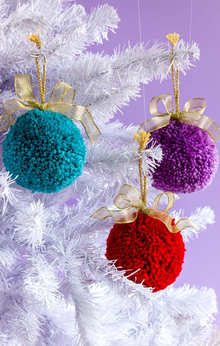 Pompom baubles More