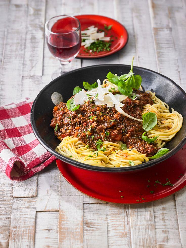 die besten 25 spaghetti bolognese rezept einfach ideen auf pinterest italienische spaghetti. Black Bedroom Furniture Sets. Home Design Ideas