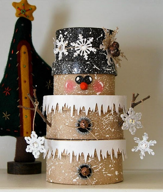 sweet little snowman was made with paper mache boxes. (I think I would change the icicles to hot glue and glitter. But then maybe it would look stupid. Would have to try it.)