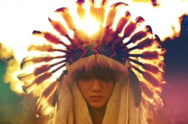 I adore this image...truely beautiful.Navajo, Lights, Fashion, Inspiration, Feathers Headdress, Bohemian Living, Boho, Face Painting, Native American