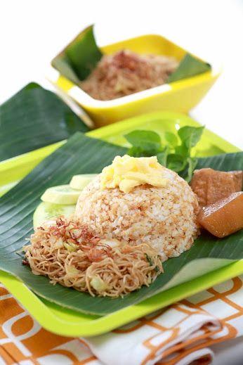 Simak resep Nasi Ulam di link berikut ini: http://resepkita.com/detailResep.asp?recId=260