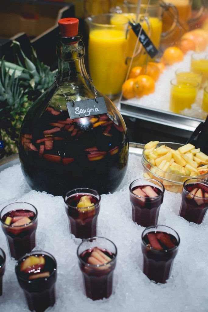 foodiesfeed.com_ice-cold-sangria_low