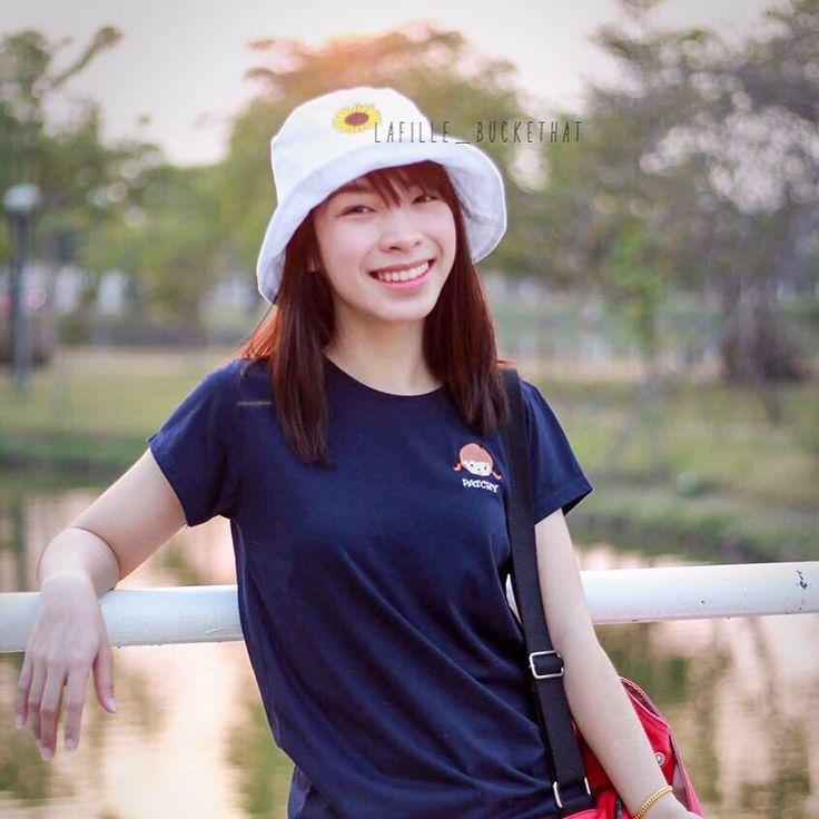 มจำนวนจำกดนะคะ Bucket hat : Sun flower (งานปกดอกทานตะวน) Color : while Price : 290 baht/piece Free size : 22-23 inch Free regis (EMS 20 baht) ใครสนใจกดคลกลงตรงไบโอเลยนะคะ #buckethat #kumamon #hat #thailand #DIY #handmade #homemade #Bkk #sanrio #disney #ShopeeTH #china #taiwan #hipster #zakka #sale #kumamonthailand #kumamonland #shopping #bear #くまモン #japan #cute #คมะมง #hongkong #ทานตะวน #sunflower #minimal #หมวก by lafille_buckethat