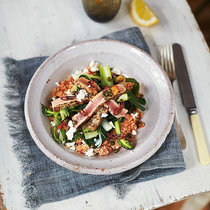 Dit recept met tonijn is afkomstig uit het nieuwe boek van Jamie Oliver genaamd 'Jamie's Super Food voor elke dag'. In het gerecht zitten verschillende superfoods zoals tomaat, chilipeper, couscous en tonijn. Verse (het liefst...