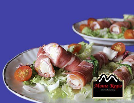 ¿Una ensalada diferente? Añade rollitos de jamón serrano #MonteRegio y queso manchego a tu receta tradicional ¡Todo un acierto!