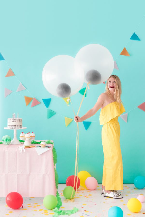 Giant Googly Eye Balloons | Oh Happy Day!