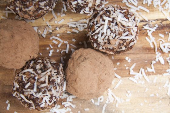 Mint Choc Bliss Ball - raw goodness! http://sweetnaturedkitchen.com/2013/11/07/mint-choc-bliss-balls/