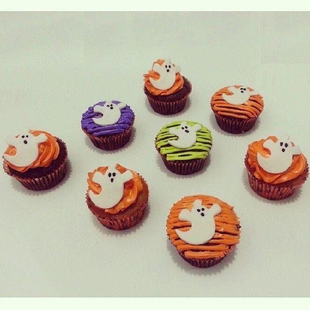 Llegó #Halloween a #Bogota Disfrútalo con unos deliciosos #cupcakes #SoSweet - Llámanos 317 657 5271 (1) 625 1684 o visítanos en #Cedritos en la Cra 11 No. 138 - 18. Síguenos también en www.Facebook.com/PasteleriaSoSweet Twitter: www.twitter.com/sosweetchef Pinterest: www.pinterest.com/sosweetcol e Instagram: @PasteleriaSoSweet #PasteleriaSoSweet