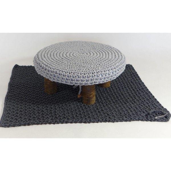 Zestawienie dywanu i krzeseła  http://deeco.eu/category/meble-pufy-i-krzesla
