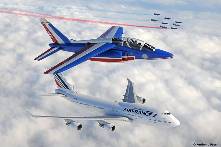 VIDEO: Patrouille de France si Boeing 747 Air France