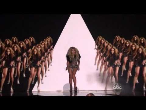 Beyoncé performs 'Run the World (Girls)'  at the Billboard Awards...the super bowl...is gonna be AMAZING.