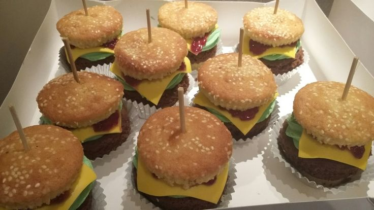 Burger cupcakes, food that looks like other food by Danielle Smith ( Rockylicious Cakes )