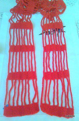 Igazi laza, kellemes tavaszi #sál. Piros acryl fonalból horgoltam. Kimondottan kellemes viselet. Hossza: 180cm, szélessége: 10cm.