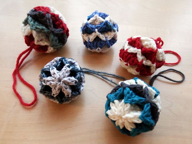 Simple Origami Christmas Baubles – Free crochet ornament pattern