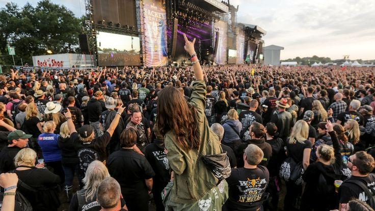 WACKEN 2015 \w/ 75.000 Besucher kamen in diesem Jahr zum legendären Wacken-Festival. Erste Bands für das Line-Up im kommenden Jahr stehen bereits fest.