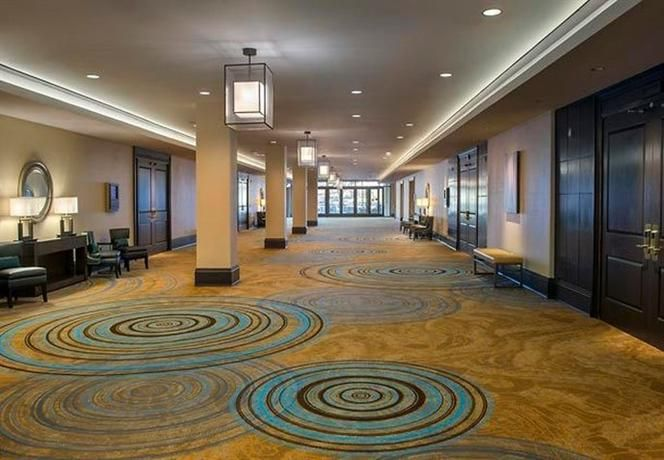 Hotel Deal Checker - Newark Liberty International Airport Marriott