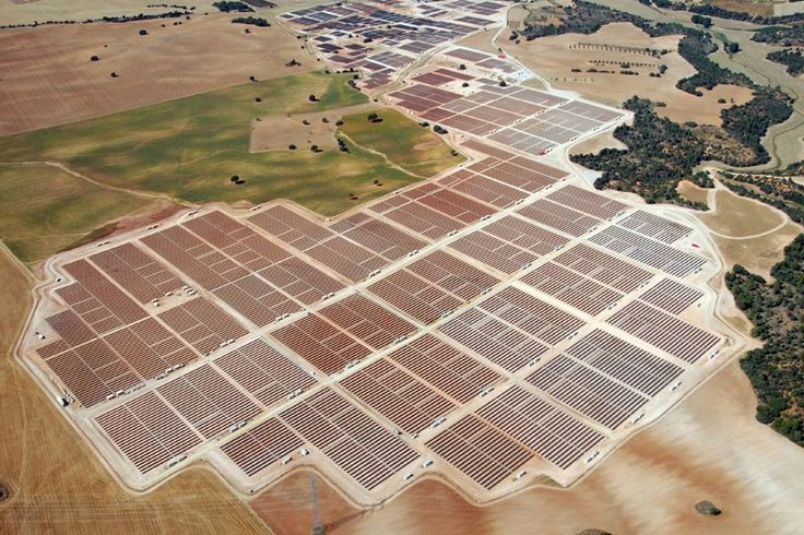 A 8 legnagyobb napelemfarm / The 8 largest solar cell farms Forrás/source: solarinsure.com
