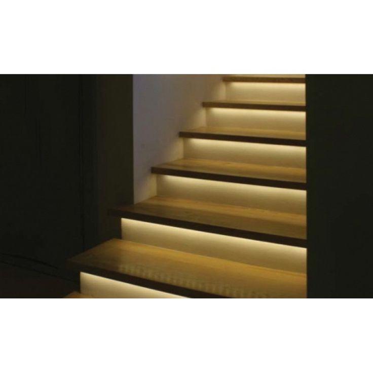 Traptredeverlichting automatisch set   Met de automatische trapverlichting set is het mogelijk om de traptredes 1 voor 1 op te lichten bij benadering van de trap, zowel vanaf boven als beneden.  Er wordt een Nederlandstalige montage handleiding meegeleverd. De installatie vereist wel enig