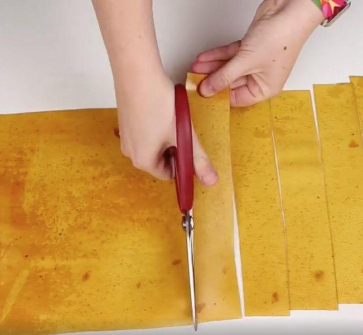 Elle verse de la compote de pommes sur une plaque à pâtisserie et prépare une collation parfaite! - Cuisine - Trucs et Bricolages