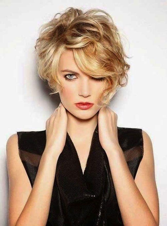Un taglio capelli realizzato ad ok aiuta a sembrare più giovani e un pixie cut è l'ideale in quanto delinea i contorni del viso in maniera armoniosa. Per le donne over 50 proponiamo delle idee da p…