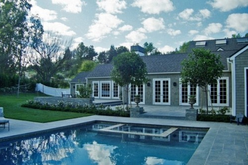 modern cape codStephanie Anne, House Ideas, Backyards Design, Traditional Exterior, Anne Davis, Landscapes Design, Davis Landscapes, Capes Cod, Outdoor Pools