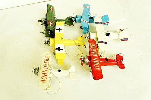 Goedkope , koop rechtstreeks van Chinese leveranciers: gratis verzending kleine vintage tin vliegtuig model woninginrichting fotografie rekwisieten kleine jongens gift nieuwigheid cadeau Hebben 6 kleuren, hemelsblauw, rode, geel, witte, melk, legerg